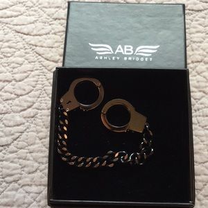 Ashley Bridget Hand Cuff Braclet